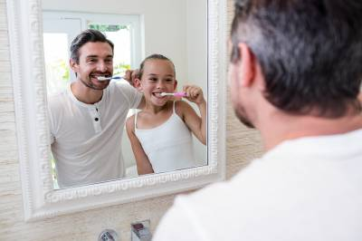 b2ap3_thumbnail_bigstock-Father-and-daughter-brushing-t-170502335.jpg